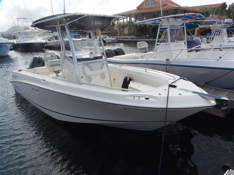 Boston Whaler 220 Outrage Full Buy Sell