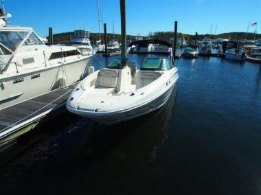 2013 Sea Ray 240 Sundeck yacht sale