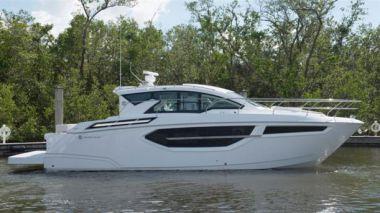 Купить яхту New Cruisers 42 Cantius CR18XG1-02 - CRUISERS 42 Cantius в Atlantic Yacht and Ship