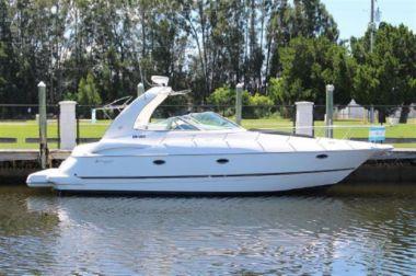 "- - Cruisers Yachts 40' 0"""