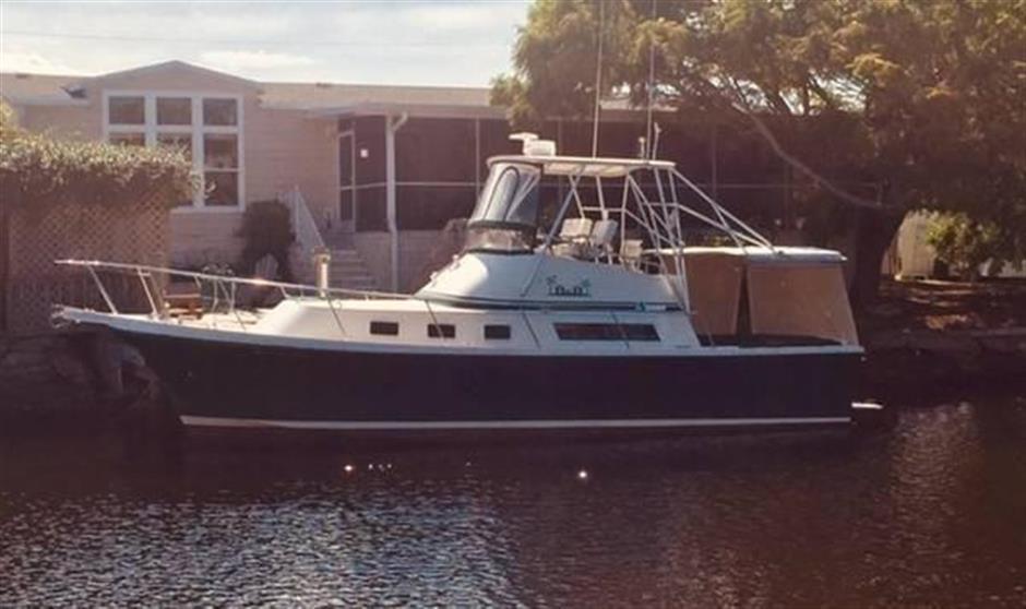32 1995 Albin Command Bridge - ALBIN - Buy and sell boats