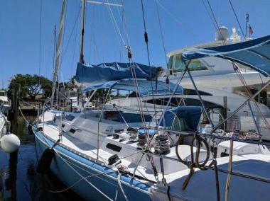 Продажа яхты Stenella - ROBERTSON & CAINE 1992