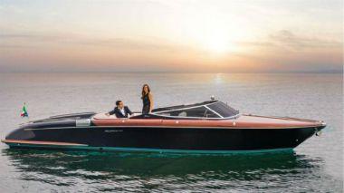Купить яхту Riva 33 Aquariva в Atlantic Yacht and Ship