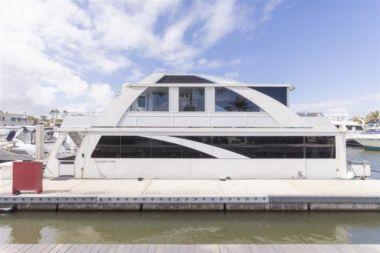 No Name 55 Condo Series Houseboat - DESTINATION YACHTS 2016