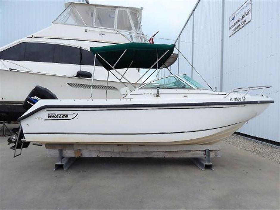 21 2000 Boston Whaler 21 Ventura - BOSTON WHALER - Buy and