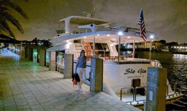 SLO GIN - JOHNSON Motor Yacht