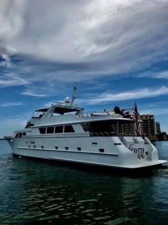 Лучшие предложения покупки яхты Center Ring - BROWARD