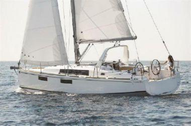 "2020 Beneteau Oceanis 35.1 - BENETEAU 34' 3"""