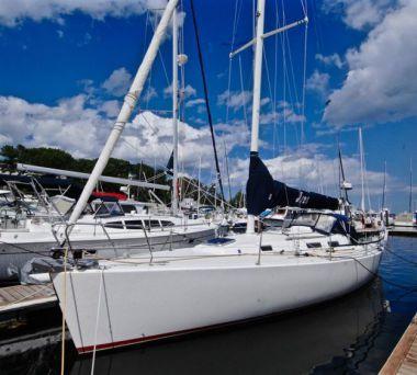 Стоимость яхты UBUNTU - J BOATS 2000