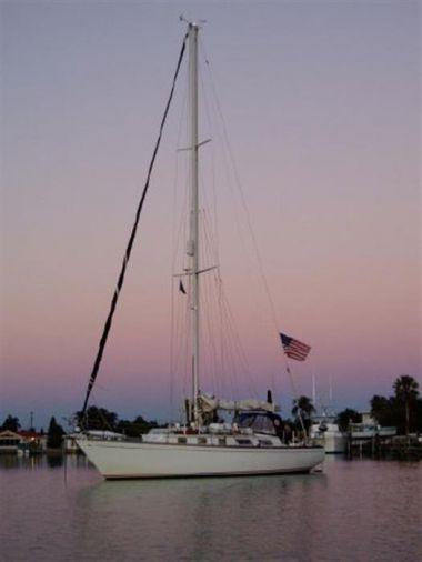 "Buy a yacht Bristol 38.8 ""Esprit"" - Bristol Harbor Boats 1983"